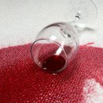 تمیز کردن لکه شربت رنگی از روی فرش سفید با این روش!