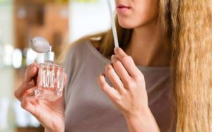راهنمای خرید عطر و بهترین راه برای تست کردن عطر