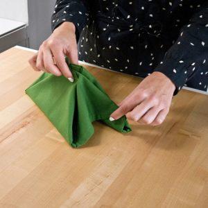 آموزش تزیین دستمال سفره به شکل درخت کریسمس برای سال نو تصاویر