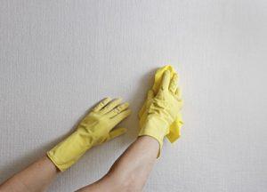 تمیز کردن لکه های دیوار