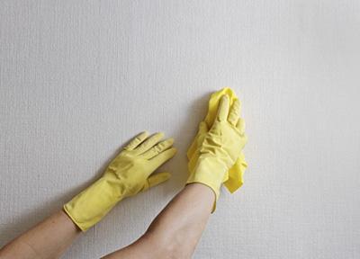 تمیز کردن لکه دوده از روی دیوار