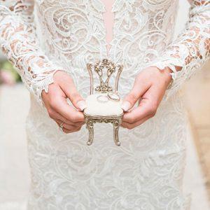 تزیین جای حلقه های ازدواج با گل و روبان+تصاویر