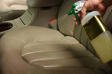 تمیز کردن روکش چرم صندلی اتومبیل