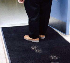 راهکاری برای جلوگیری از آلودگی کفش به خانه