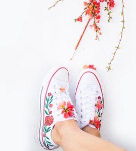 آموزش نقاشی روی کفش اسپرت+تصاویر