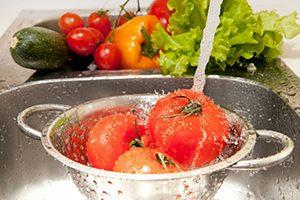 روش درست کردن محلول ضدعفونی کننده خانگی برای سبزیجات