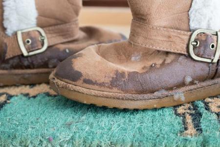 تمیز کردن کفش های زمستانی