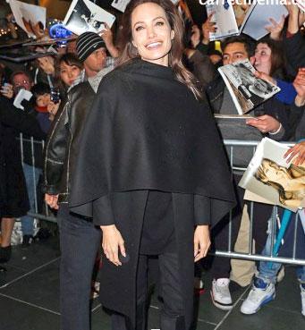 رد کارپت آنجلینا جولی در کنار هوادارانش