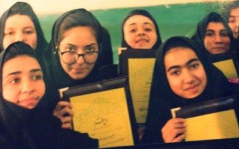 عکس جالب و دیدنی مهناز افشار با مقنعه در دوران دبیرستان