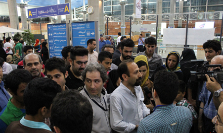 اصغر فرهادی درفرودگاه امام + عکس
