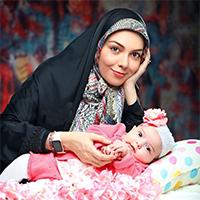 عکس و متن عاشقانه آزاده نامداری برای همسر و دخترش
