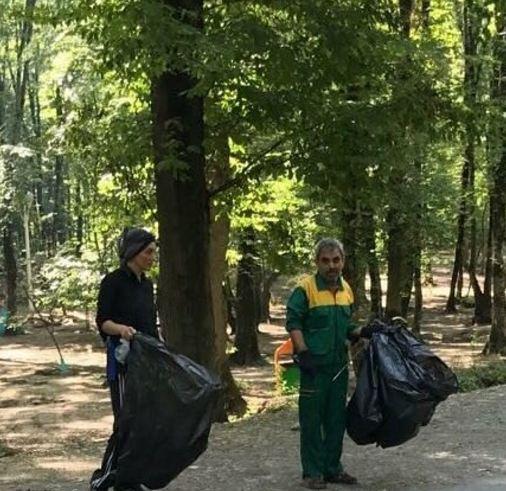هدیه تهرانی و جمع آوری زباله ها