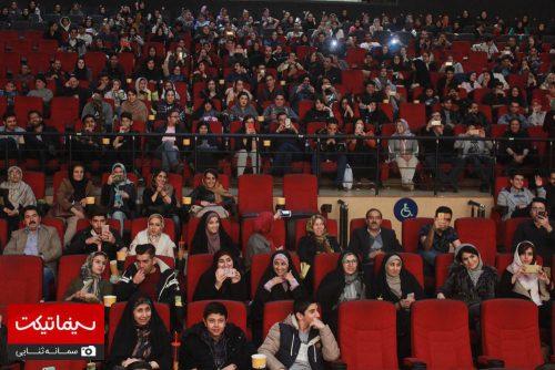 اکران فیلم آینه بغل در مشهد