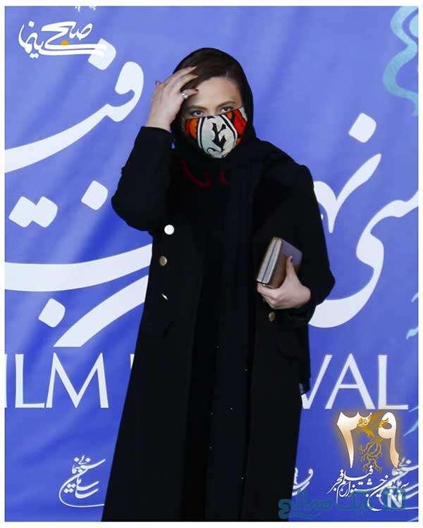 تیپ گلاره عباسی با ماسکی با طرح خاص