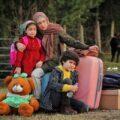 بازیگران سریال روزهای آبی شبکه پنج از اکبر عبدی تا فریبا متخصص