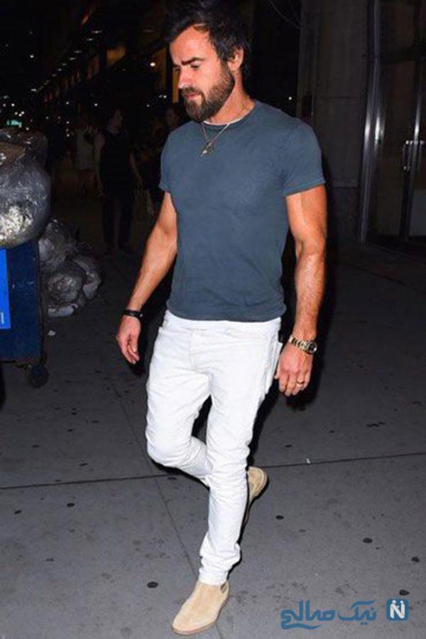تیشرت محبوبتان با جین سفید و کفش های جیر روشن به سبک جاستین ثیرو