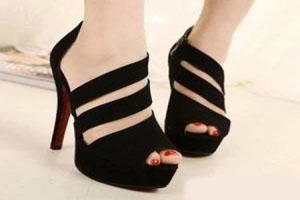 روش مناسب پوشیدن کفش های جلو باز
