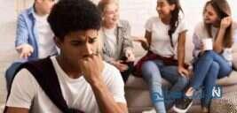 آیا خجالتی بودن یک بیماری روانی است؟