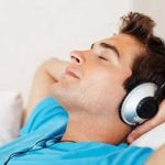 احساس افسردگی میکنید؟ موسیقی شاد گوش بدهید!