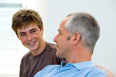 تغییرات هورمونی با نوجوان چه می کند؟
