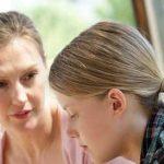 چه نکات مهمی را قبل از شروع عادت ماهیانه با دختران در میان بگذاریم؟