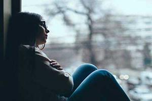 چگونه احساس تنهایی به سلامتی آسیب میزند؟