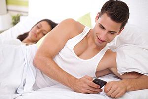 ۹ علامت خیانت احساسی که می تواند زنگ خطری برای رابطه تان باشد