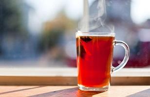 مضرات مصرف زیاد چای داغ برای برخی افراد