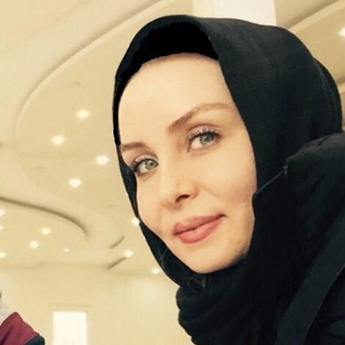 بازیگر زن معروف ایرانی با لباس عروسی در کنار گیتی ساعتچی +عکس