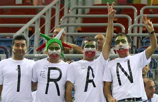 تماشا گران ایرانی در بازی والیبال امروز+ تصاویر