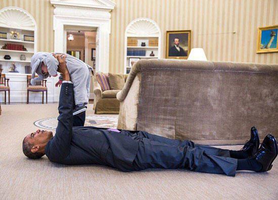 دراز کشیدن اوباما در کاخ سفید! +عکس