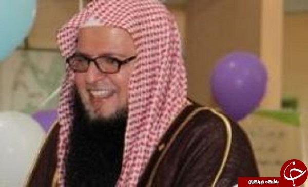 مفتی وهابی عربستانی آرایش می کند حتی در نماز جمعه !!+تصاویر