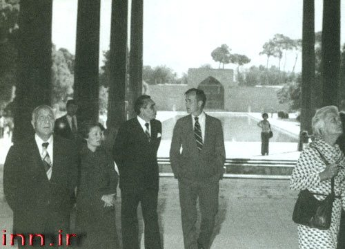 عکس: جورج بوش در چهلستون اصفهان