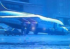فرود هواپیما بدون چرخ در مهرآباد + عکس