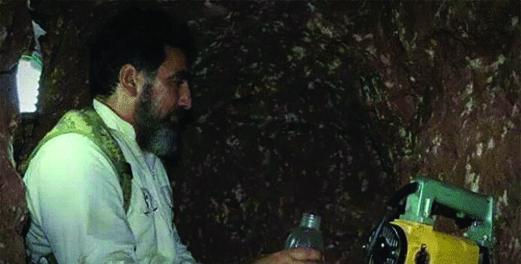 داعشیها قبر خود را میکنند +تصاویر