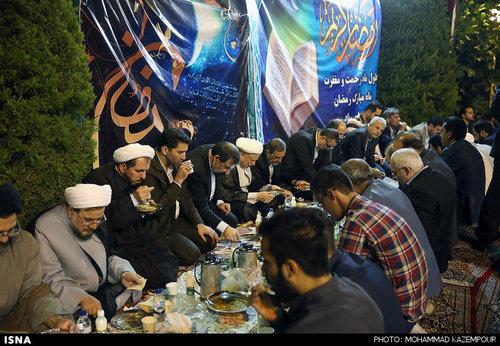 افطاری هاشمی در مجمع تشخیص مصلحت (عکس)