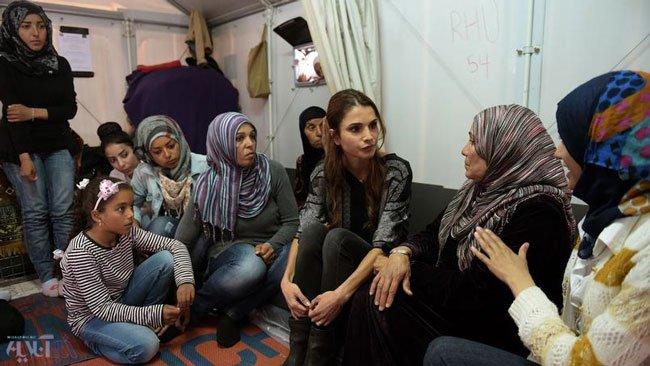 ملکه اردن در میان پناهجویان+ عکس