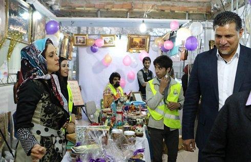 علی دایی و پوریا پورسرخ در بازارچه خیریه + تصاویر