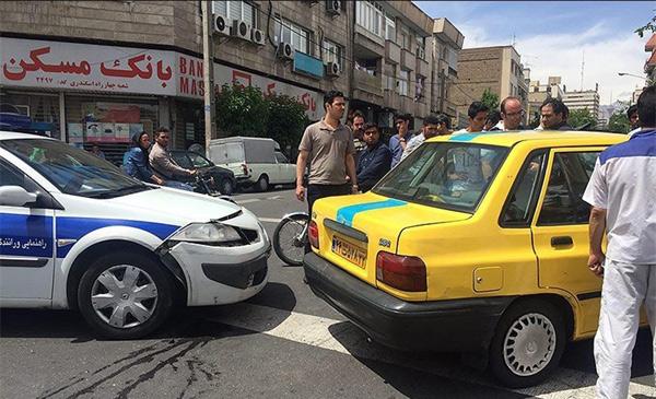 تصادف تاکسی با خودروی پلیس+تصاویر