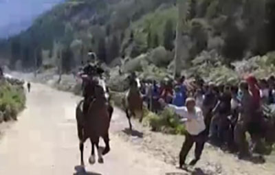 حادثه عجیب در مسابقه اسب سواری مازندران + عکس