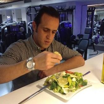 علی کریمی نمی خواهد چاق شود +عکس