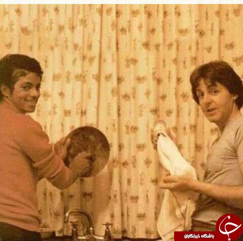 مایکل جکسون درحال ظرف شستن +عکس