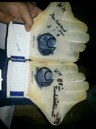 مزایده دستکش دزدیده شده احمد عابدزاده !!+عکس