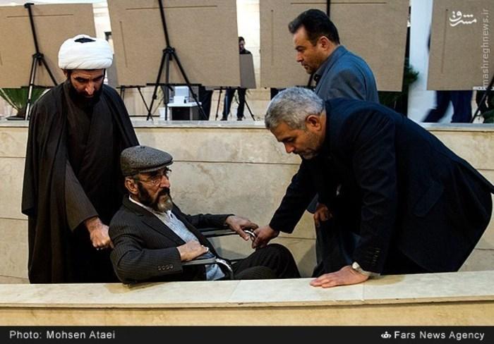 اهدای پرچم حرم حضرتعباس(ع) به فرجالله سلحشور+ تصاویر