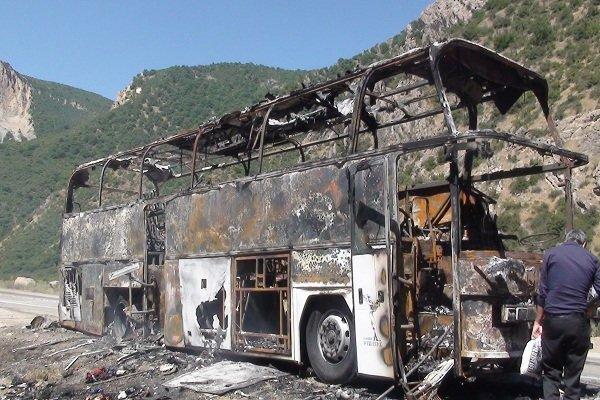 آتش سوزی اتوبوس بنز با ۲۶ مسافر در جنگل گلستان +عکس