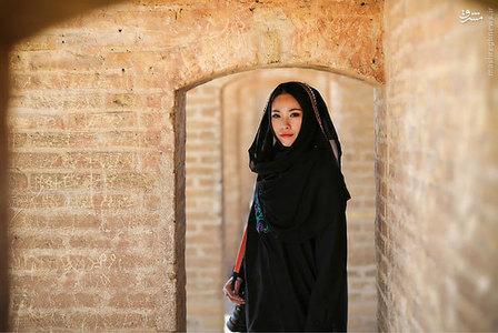 پوشش جالب یک دختر چینی در ایران + تصاویر