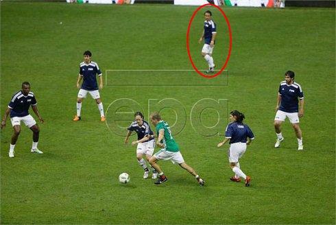 فوتبال بازی کردن مهدوی کیا با ستارگان زن + عکس