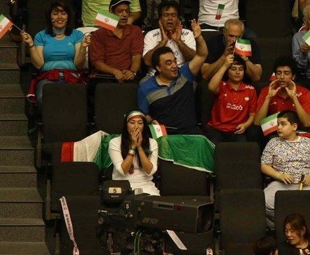 هدبند جالب هوادار زن والیبال ایران + عکس