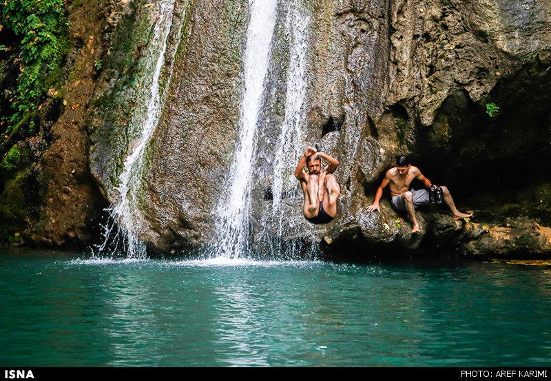 تصاویری دیدنی از شیرجه در آبشار شیر آباد استان گلستان+ تصاویر