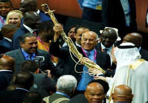 هدیه فلسطین به رئیس فیفا + عکس